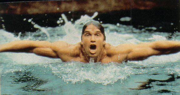 arnold-schwarzenegger-plavanie-a-posilnovanie
